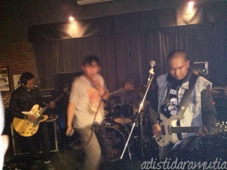 Lanjut sama band The Khe-Q