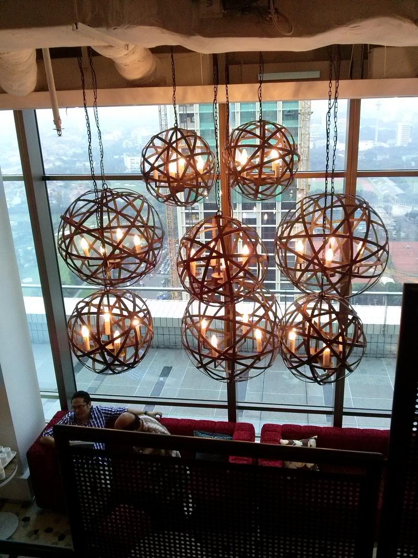 Dan lampu-lampu gantung cantik ini.