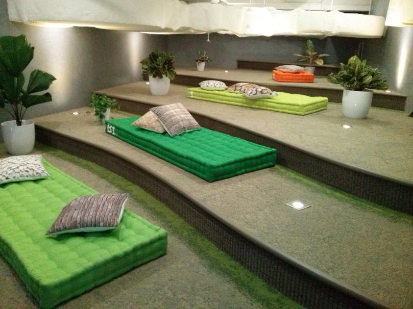 Di Google Indonesia disediakan ruangan tidur. Tapi katanya nggak boleh nginep.