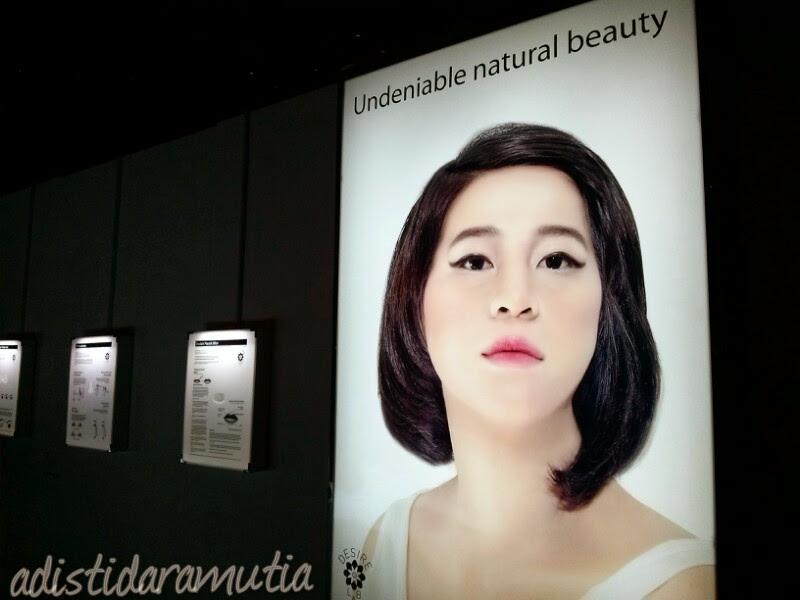 Ini karya Kreina Windiah H.M. Judulnya Natural Beauty Advertizing Series.  Yang gw tangkap adalah dia mengkritik iklan-iklan kecantikan yang ada saat ini. Juga berbagai macam operasi plastik yang dilakukan orang supaya cantik. Pas melihat rincian tata cara operasinya gw agak berjengit serem sih >__<