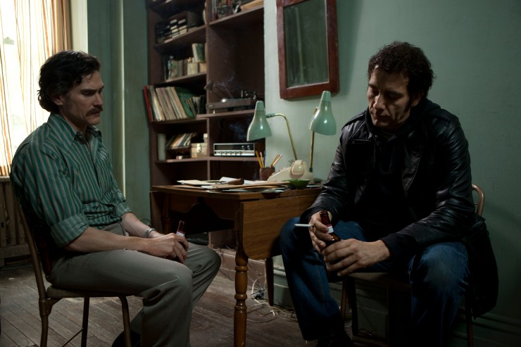Frank memberikan Chris tempat tinggal dan pekerjaan agar ia bisa  menata hidupnya kembali. (Dok. Jive!)