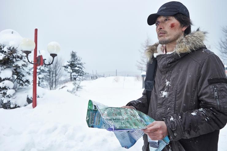 Sang-Hyeon mengejar jejak pembunuh putrinya sampai ke pegunungan salju. (Dok. Jive!)