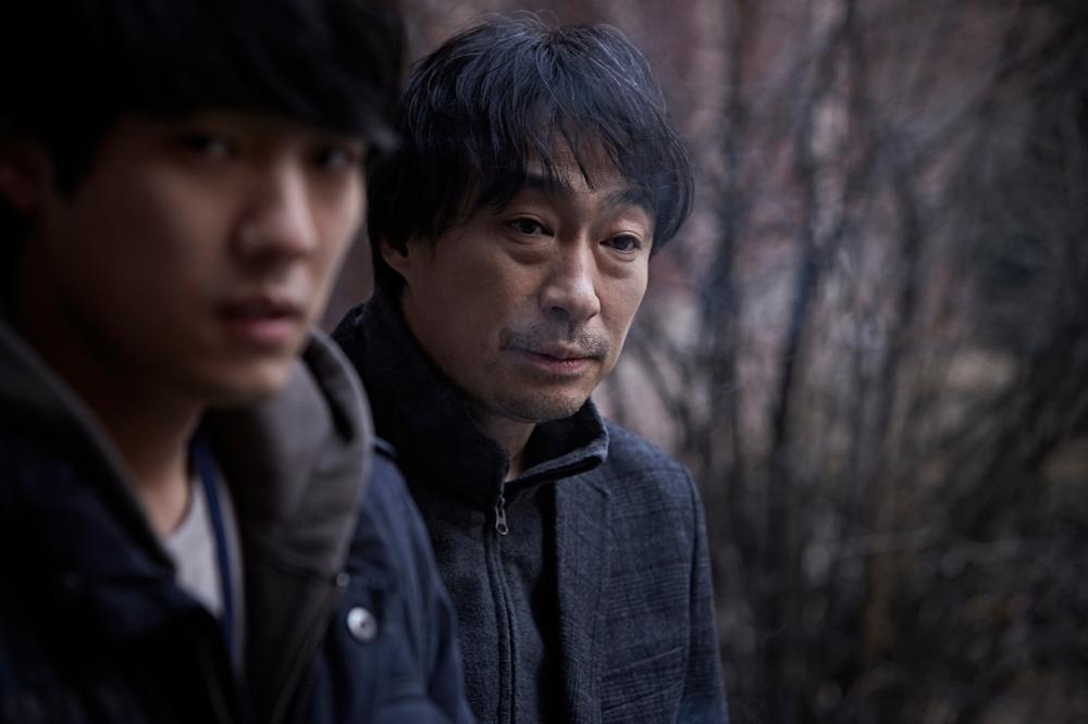 Ini para polisi yang berusaha mencegah aksi balas dendam Sang-Hyeon, meskipun mereka berada dalam dilema. (Dok. Jive!)