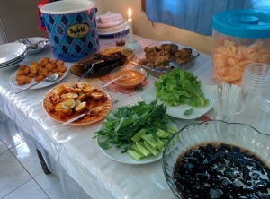 Ini masakan Mamanya Icha untuk acara ini. Masakannya enak, lho. Beneran! Nah, apakah Ichanya bisa masak juga? Ah sudahlah, jangan dibahas. Jangan bikin Icha galau lagi...