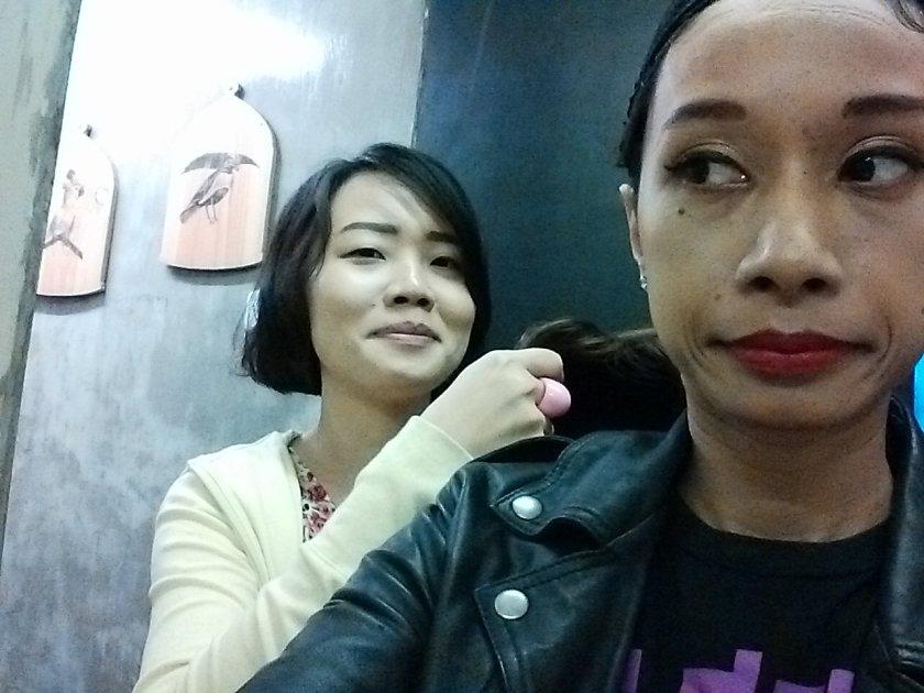 Si Uung maksa gw untuk pakai wignya!