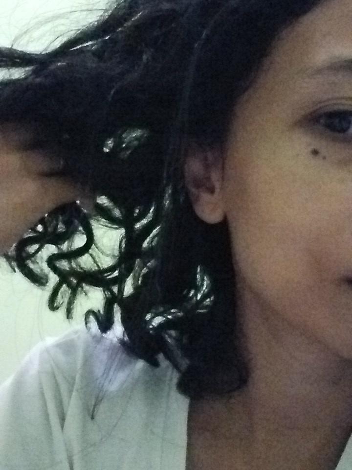 Rambut saya setelah beberap ahari menjalani nopoo. Keritingnya lebih keluar.