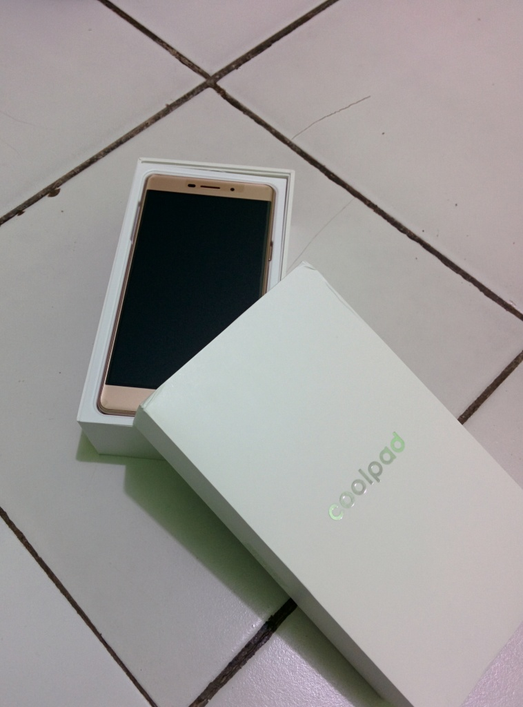 Unboxing Coolpad Sky 3 (1)