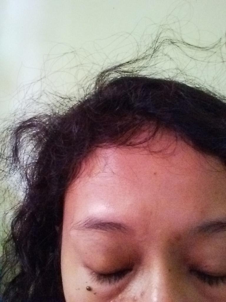 Rambut saya saat ini. Jadi banyak anak rambut alias frizzy hair. Ada kantung mata juga. Eh itu beda kasus deng...